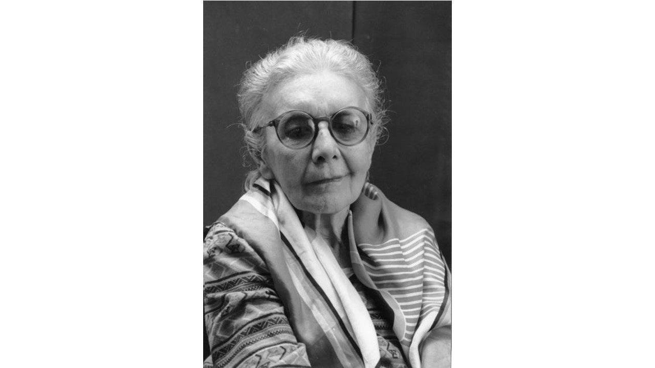 """Uma das primeiras mulheres brasileiras a se formar em medicina, se especializou em psiquiatria e tornou-se referência no movimento da reforma psiquiátrica. Atualmente é muito conhecida pelo filme """"Nise – O Coração da Loucura"""" e seu trabalho com o Museu de Imagens do Inconsciente, utilizando a arte-terapia. Depois da fundação do museu, em 1956, criou a Casa das Palmeiras, uma clínica voltada à reabilitação dos pacientes psiquiátricos. Aluna de Jung, foi pioneira da psicologia jungiana no Brasil, também na pesquisa das relações emocionais entre pacientes X animais e na terapia ocupacional. Foi co-fundadora da Sociedade Internacional de Expressão Psicopatológica e recebeu diversas homenagens e reconhecimentos nacionais e internacionais, além de inspirar a criação de museus, centros culturais e instituições terapêuticas. Segundo ela mesma: """"(...) outra vez, um paciente me mostrou que eu estava no caminho certo, quando certa vez me ofereceu um coração em madeira e no centro do coração um livro aberto. Quando me ofereceu isso, me disse: 'um livro é muito importante, a ciência é muito importante, mas se se desprender do coração não vale nada'. Tudo que eu sei de psiquiatria aprendi com eles.""""."""