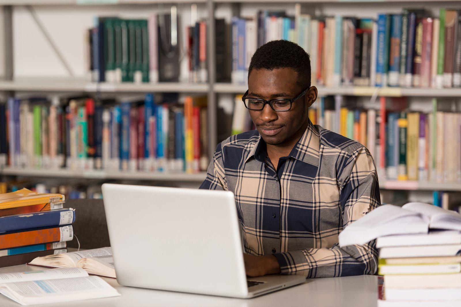 Resultado de imagem para estudante negro